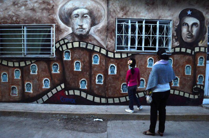 observan-recien-normal-rural-Ayotzinapa_LNCIMA20141103_0086_5