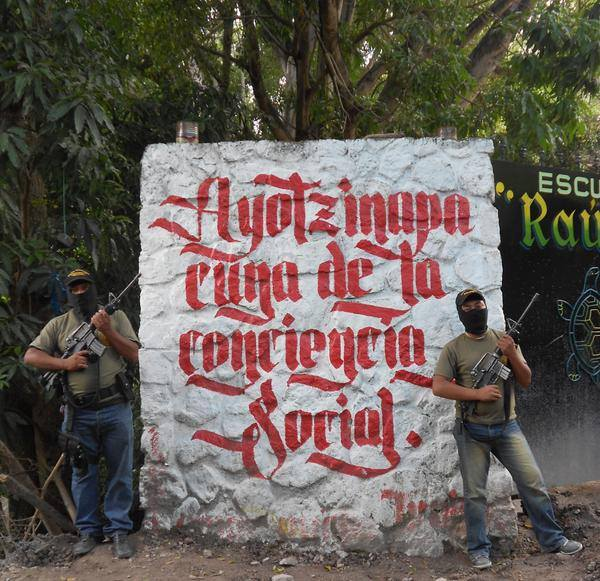 Ayo-Polizia-comunitaria-a-Ayotzinapa