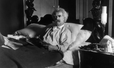 Mark_Twain_in_bed_cph.3b11796-834×1024